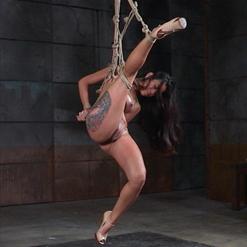 Chillycarlita sexy submissive, admiring bondage erotic art