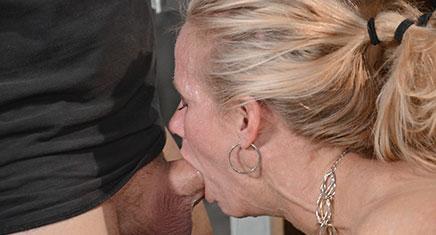 Blonde Simone Sonay does epic deepthroat on hard cock
