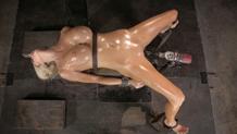 Oiled slut Courtney Taylor bound on a fucking machine