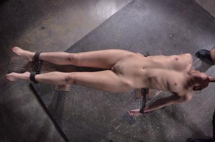 Bound beauty Bianca Breeze epic deepthroat in metal shackles