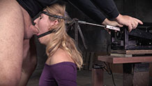 The blowjob machine helps Mona Wales with her deepthroat